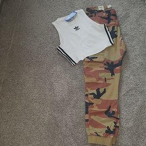 Set: Adidas Crop Top w/ Camo Joggers